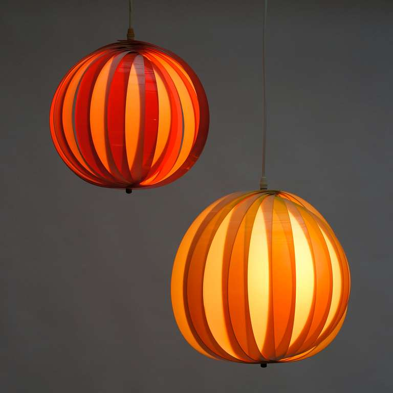 Mid-20th Century Pair of 1970s Pendant Lamps For Sale