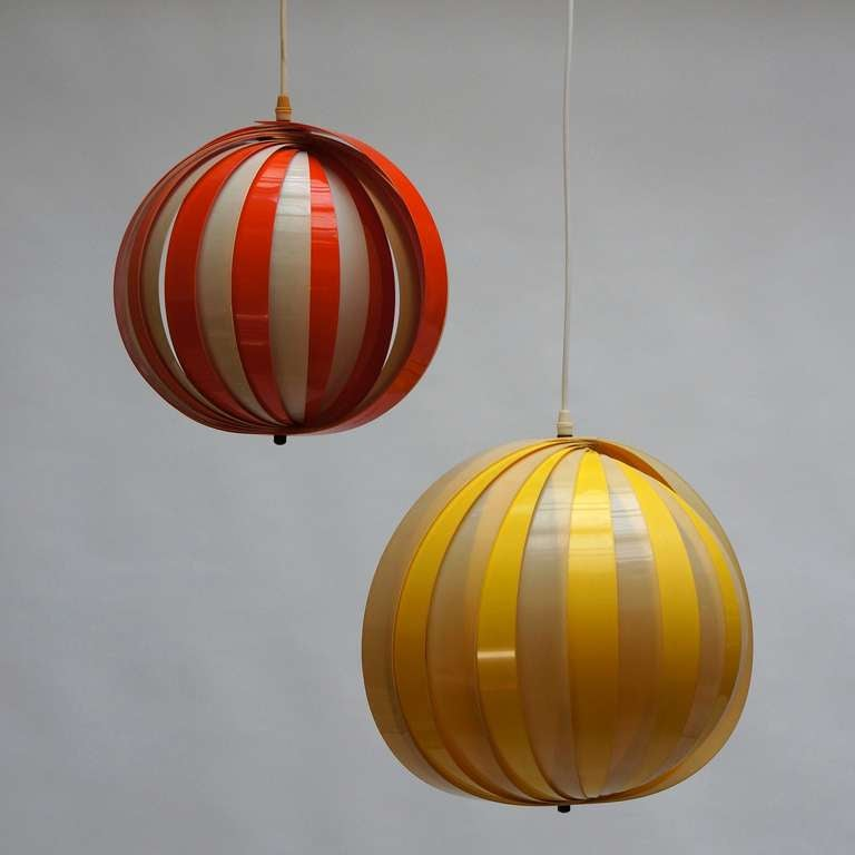Pendant lamps 1970s. Gives a very nice warm light when lit. The balls have two different sizes. Diameter 42 cm and 33 cm.