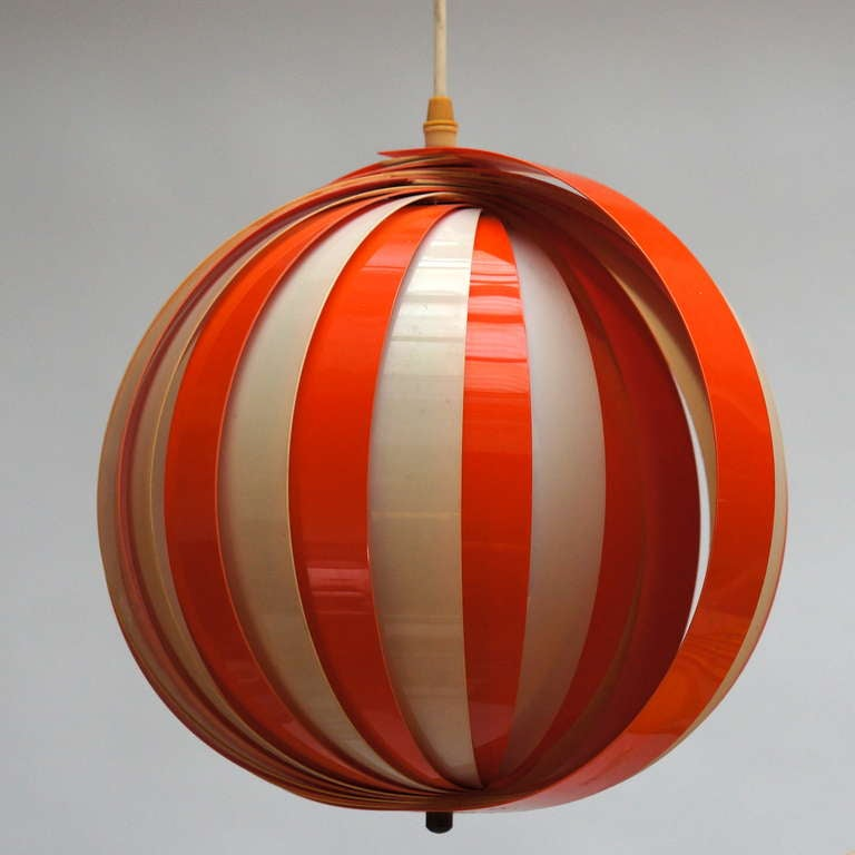 Mid-Century Modern Pair of 1970s Pendant Lamps For Sale