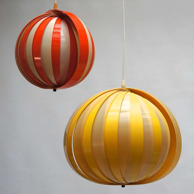 Plastic Pair of 1970s Pendant Lamps For Sale