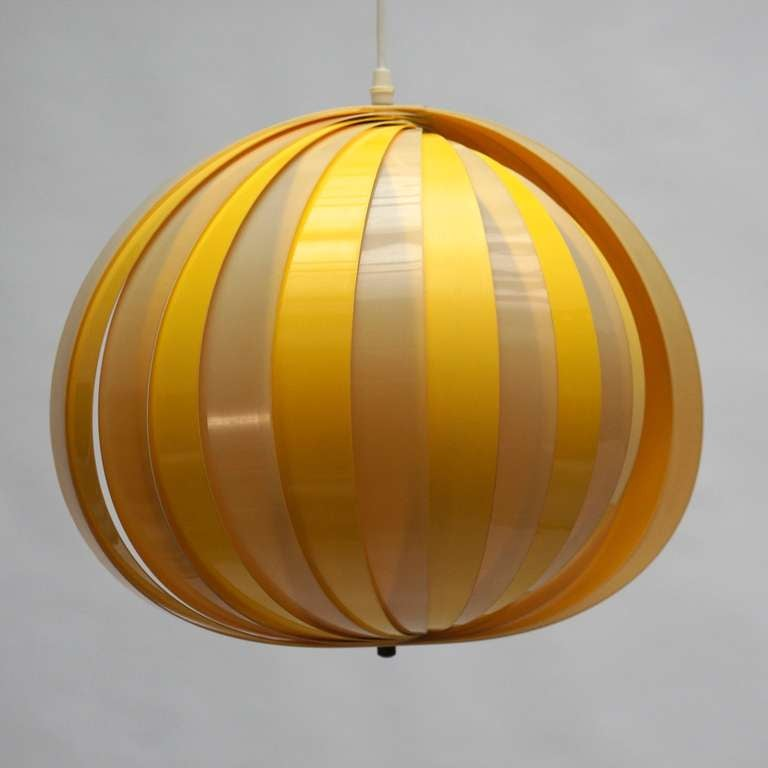 Italian Pair of 1970s Pendant Lamps For Sale