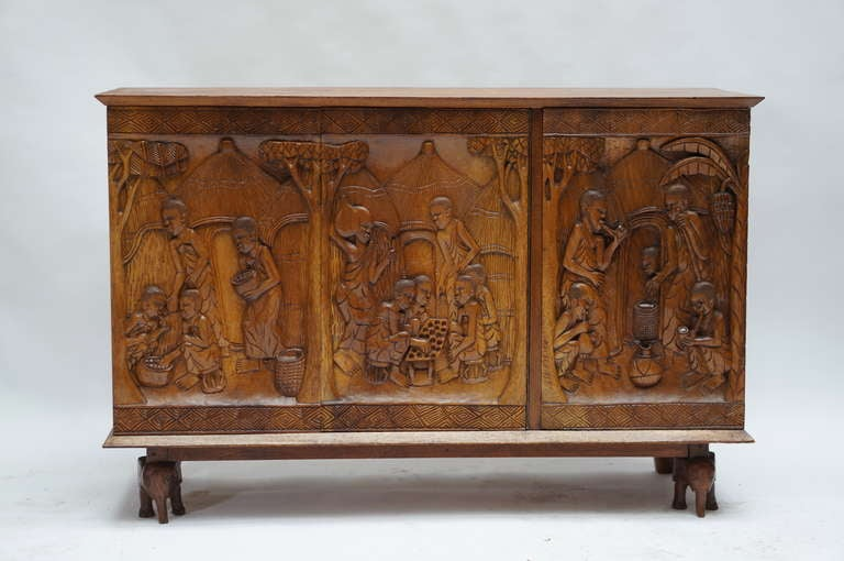 1950s Carved Wooden Cabinet from Zaïre In Good Condition For Sale In Antwerp, BE
