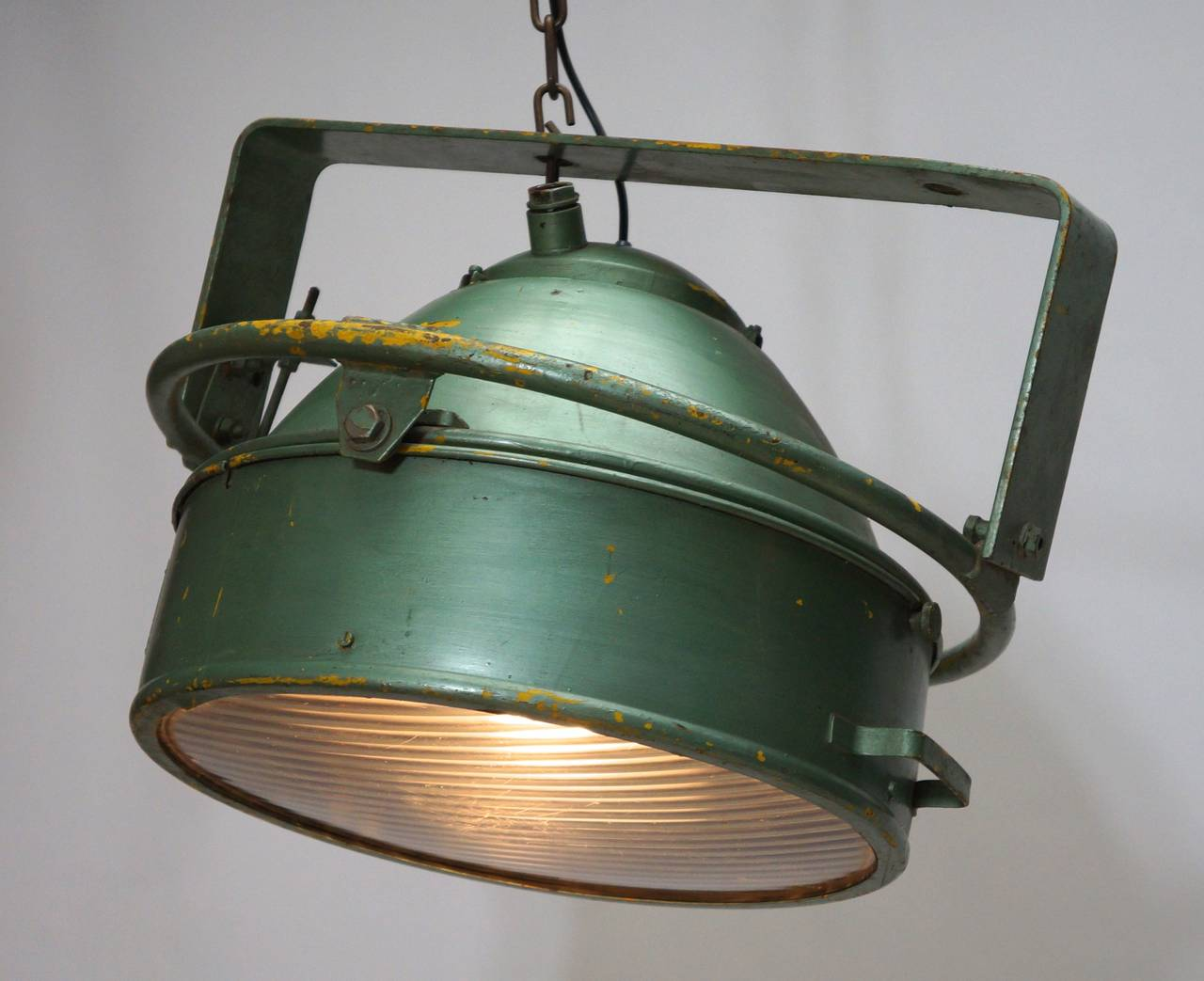 Pair of Industrial Pendant Lights In Good Condition For Sale In Antwerp, BE