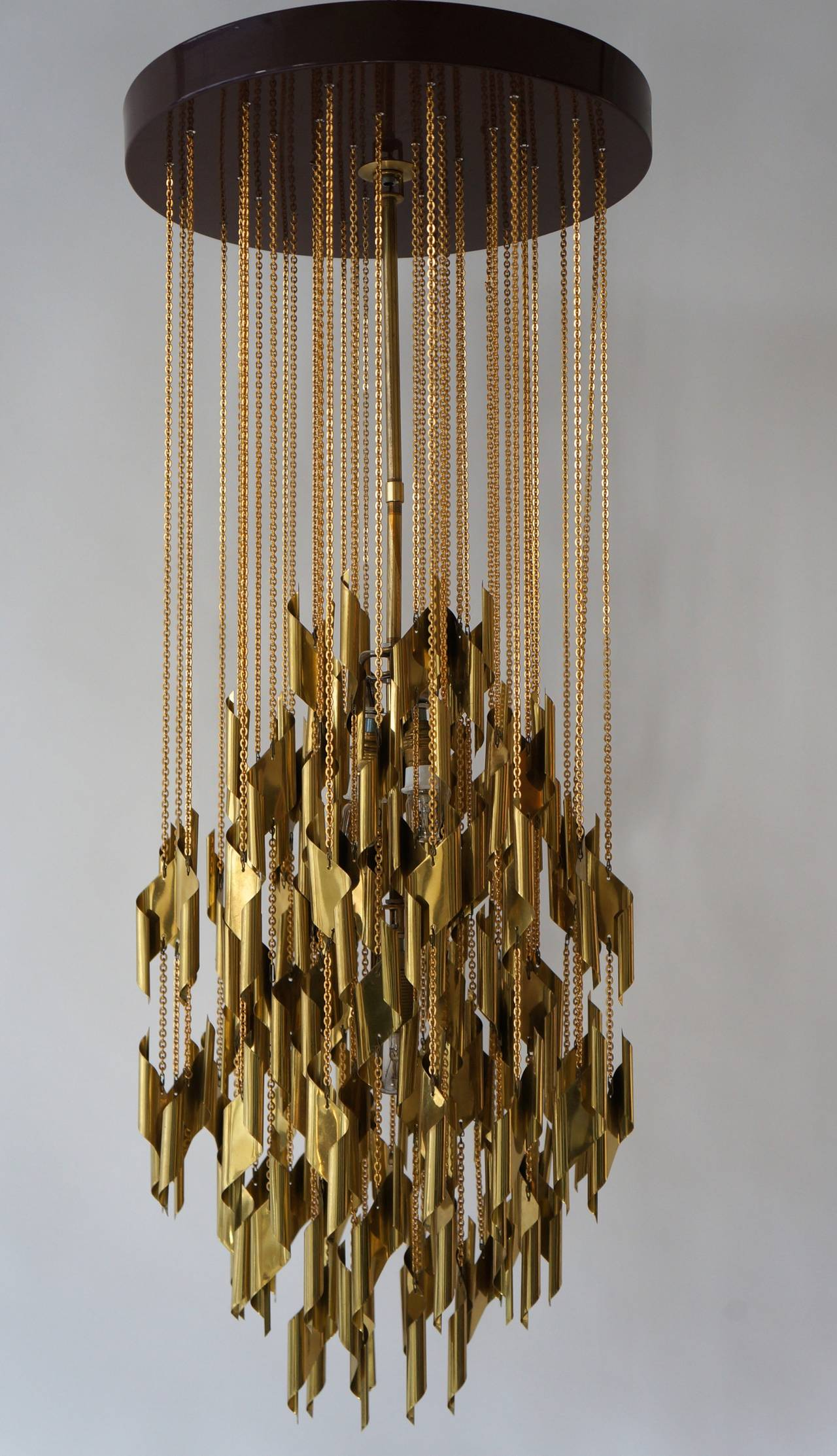 Brass Impressive and Beautiful Chandelier For Sale