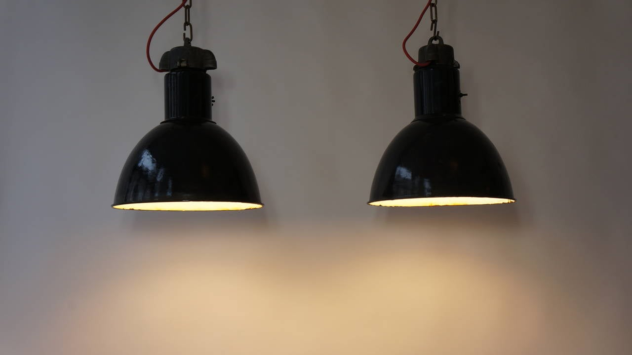 Pair of Industrial Pendant Lights In Excellent Condition For Sale In Antwerp, BE