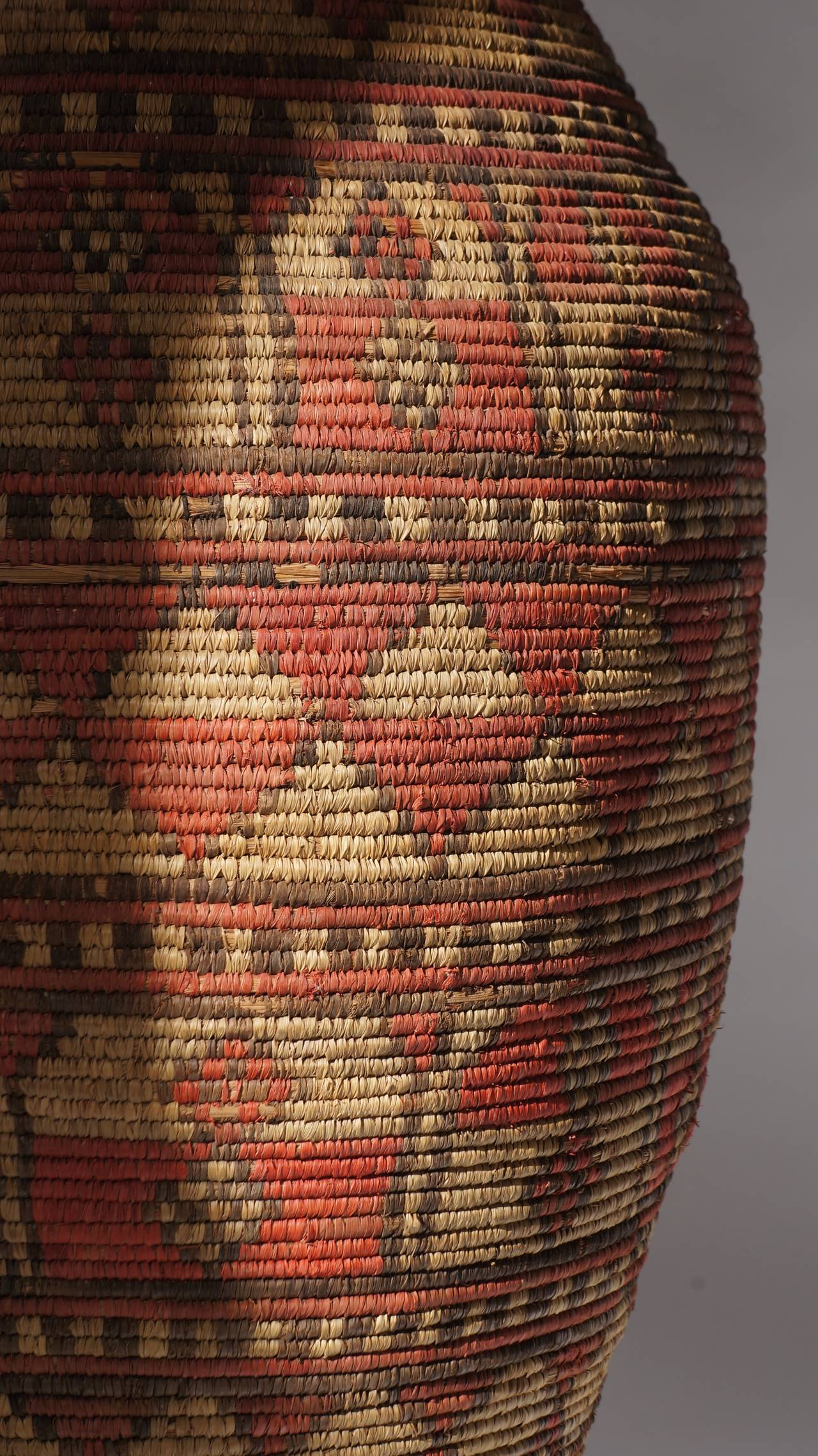 Impressive and Seldom Nigerian Large Basket Garment and Cover In Good Condition For Sale In Antwerp, BE