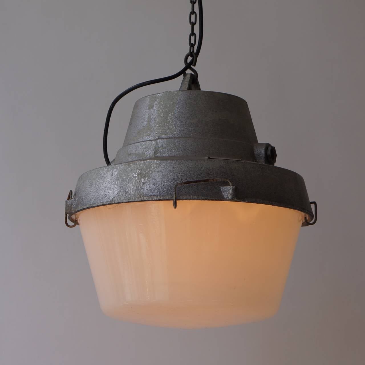 Set of Five Industrial Pendant Lights In Good Condition For Sale In Antwerp, BE