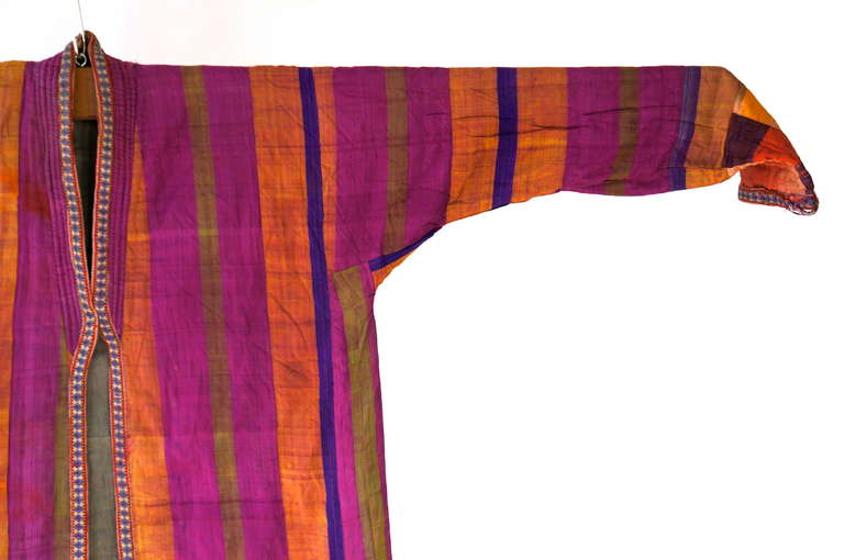 Chapan Mantel of Silk Ikat from Uzbekistan In Good Condition For Sale In Antwerp, BE