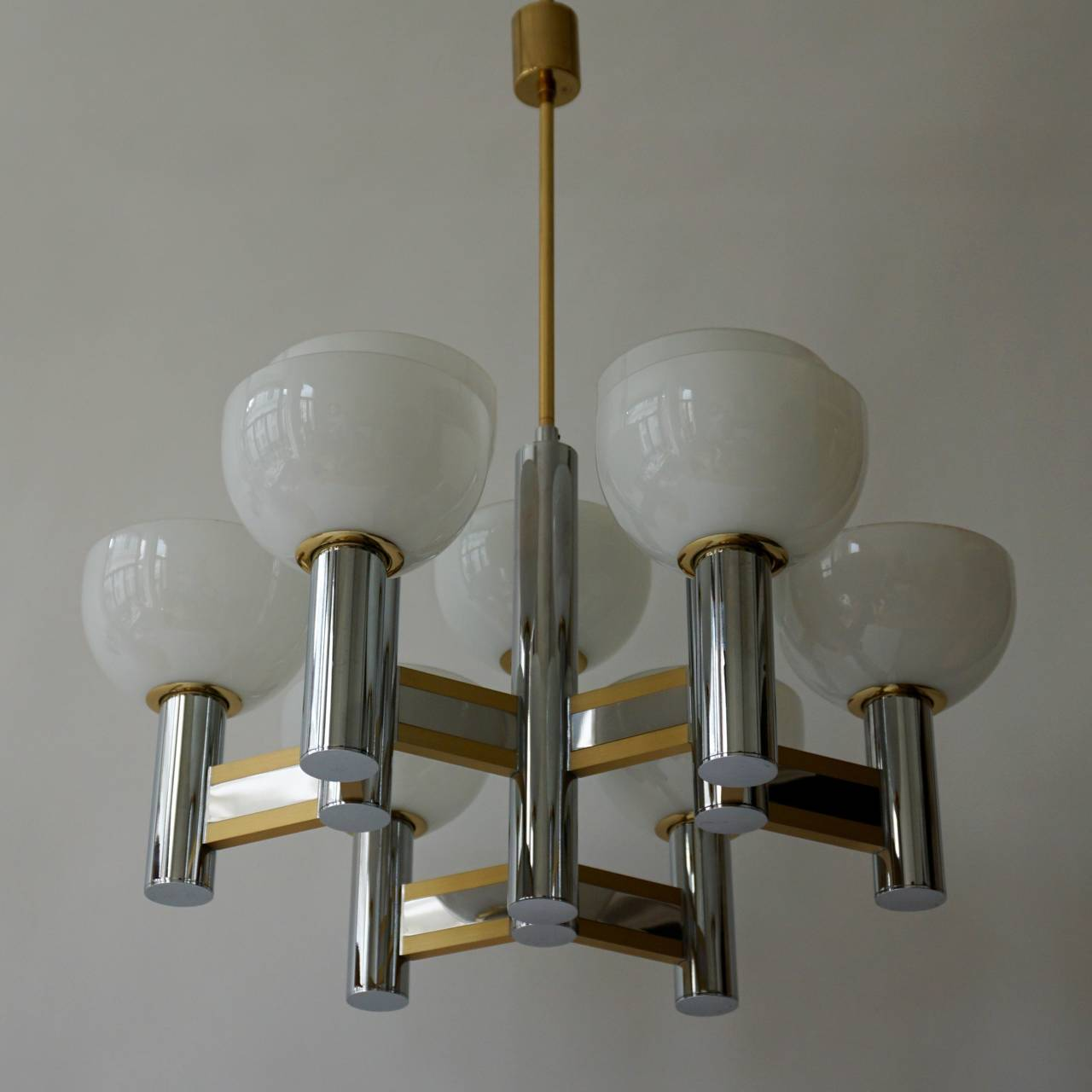 Sciolari geometric chrome and brass plated chandelier with nine Murano glass coupes. The total weight of the chandelier is 8 kg.