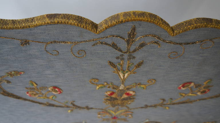 French Fire Screen with Gold Thread Decoration in Louis XVI Style For Sale 2
