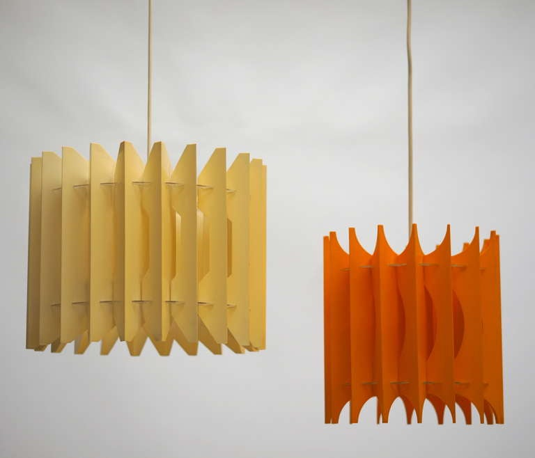 Two plastic pendant lights.  Dimensions orange lamp: Diameter 38 cm, height 30 cm. Dimensions white lamp: Diameter 28 cm, height 30 cm.
