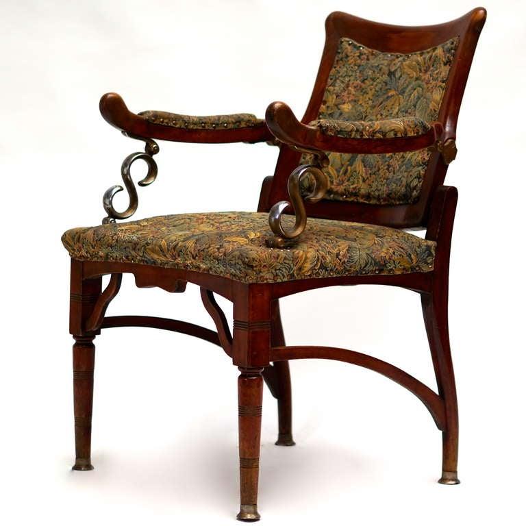 Italian Jugendstil mahogany adjustable barbers chair.