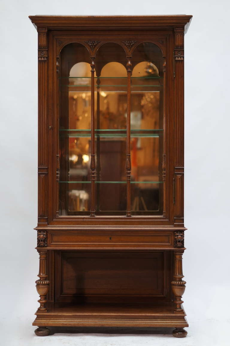 Italian Late 19th Century Walnut Renaissance Revival Showcase or Vitrine For Sale