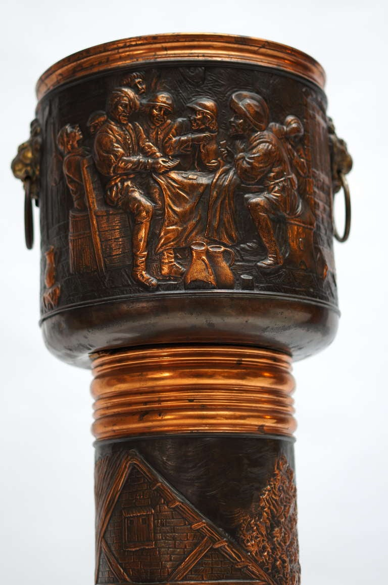 Red Copper Planter on Column In Good Condition For Sale In Antwerp, BE