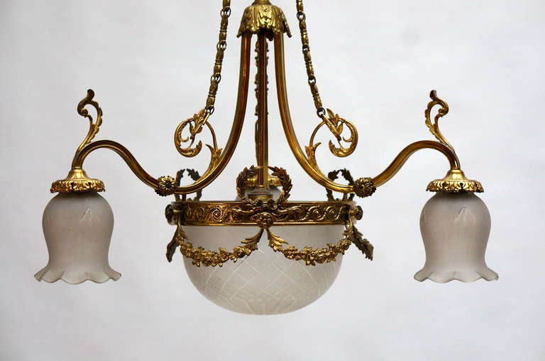 An elegant Italian brass gilt chandelier, in the early 20th century. Diameter:60 cm. Height:90 cm.