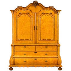 Top Quality and Very Elegant Early 18th Century Amboyna Wood Dutch Cabinet