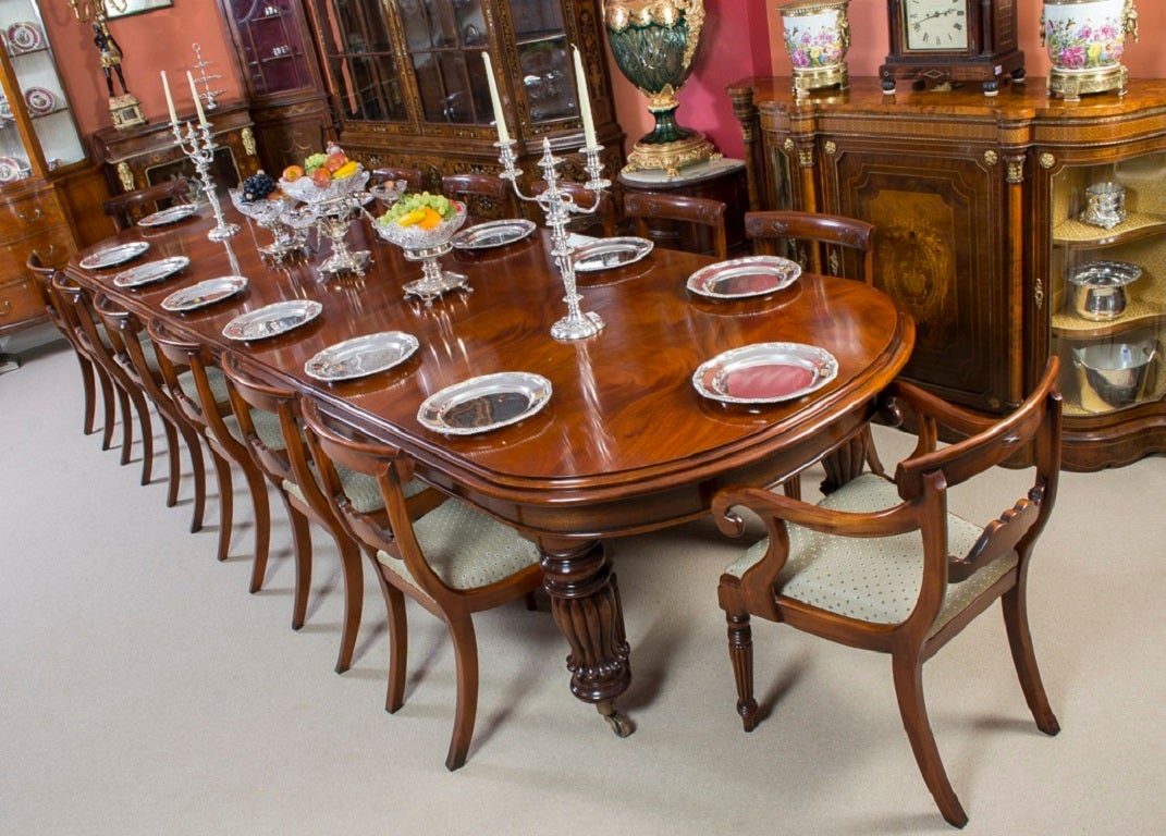 Vintage Victorian Mahogany Dining Table With 14 Chairs 3