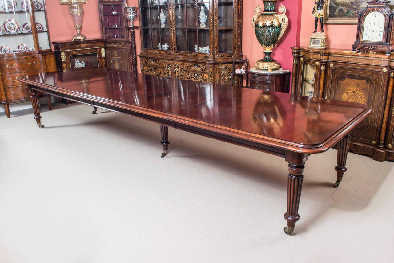 Vintage victorian mahogany dining table with sixteen for Dining room tables victorian