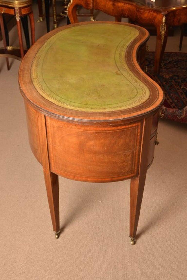 English Antique Edwardian Kidney Desk 'Waring & Gillow' c.1900 ... - Antique Edwardian Kidney Desk 'Waring And Gillow' C.1900 At 1stdibs
