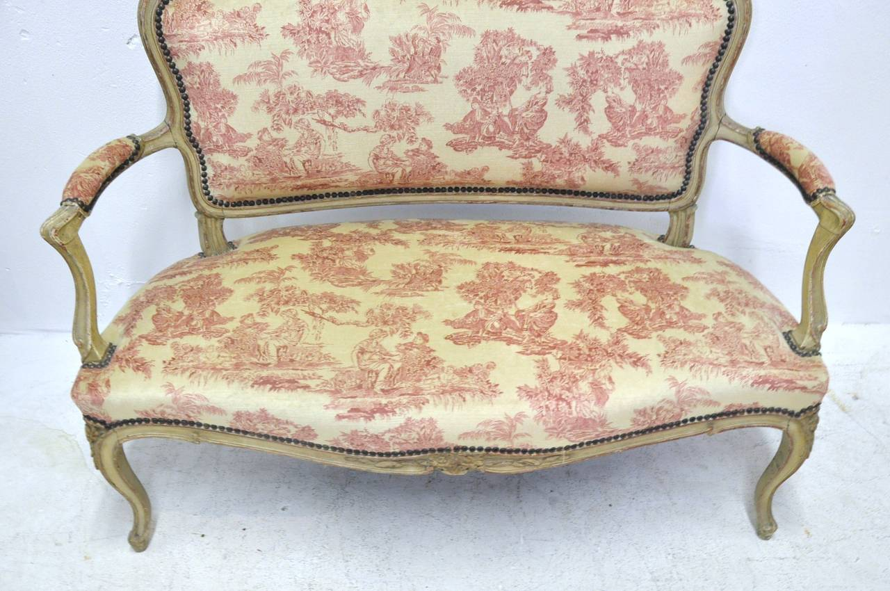 19th Century French Louis XV Carved Painted Two-Seat Settee with Vintage Fabric In Excellent Condition For Sale In Dallas, TX