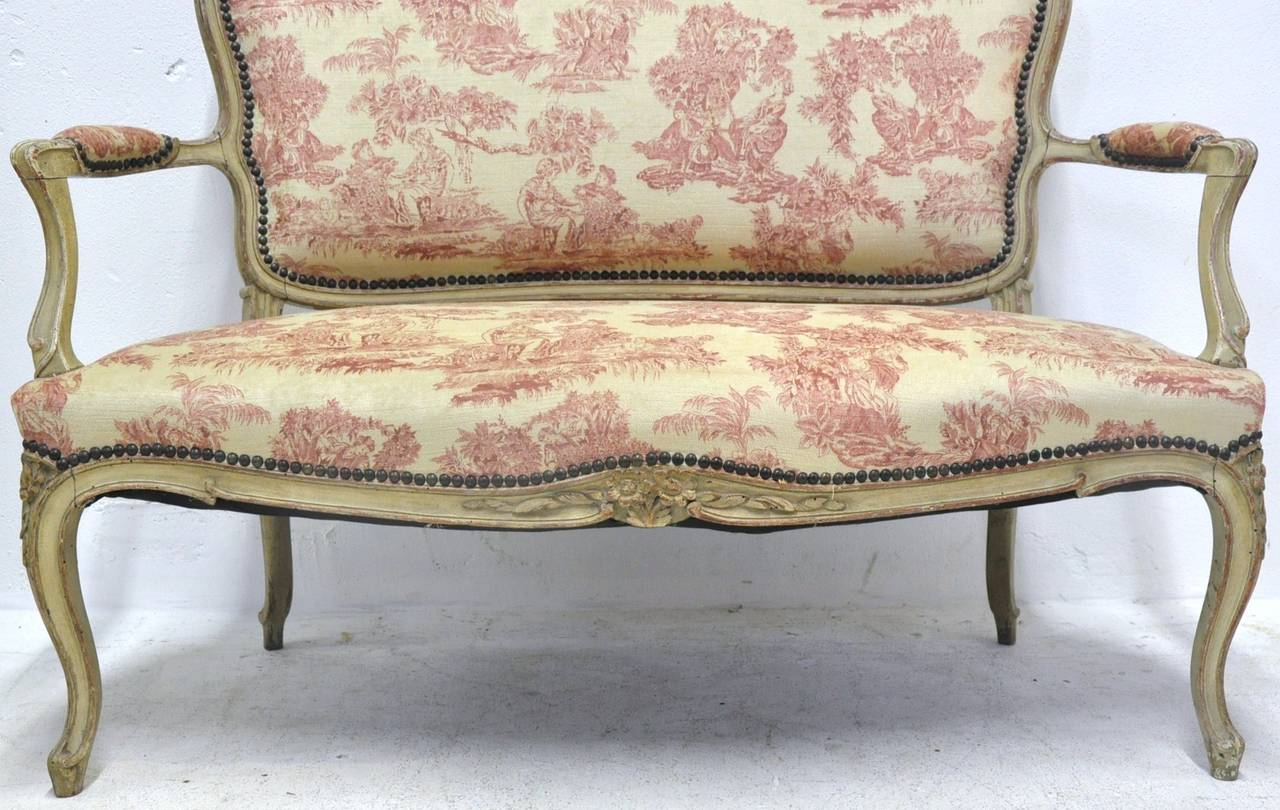 19th Century French Louis XV Carved Painted Two-Seat Settee with Vintage Fabric For Sale 1