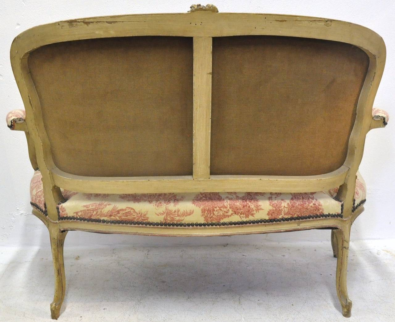 19th Century French Louis XV Carved Painted Two-Seat Settee with Vintage Fabric For Sale 3