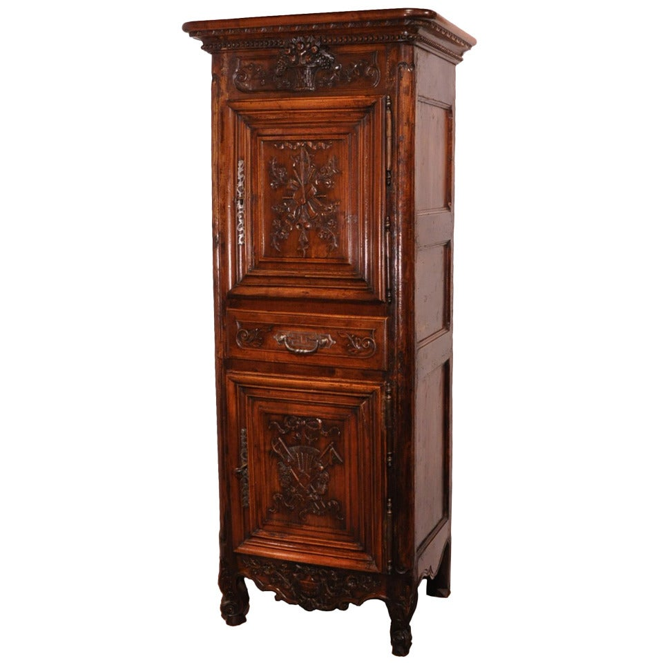 louis xv carved oak vaisselier 18th century for sale at 1stdibs. Black Bedroom Furniture Sets. Home Design Ideas