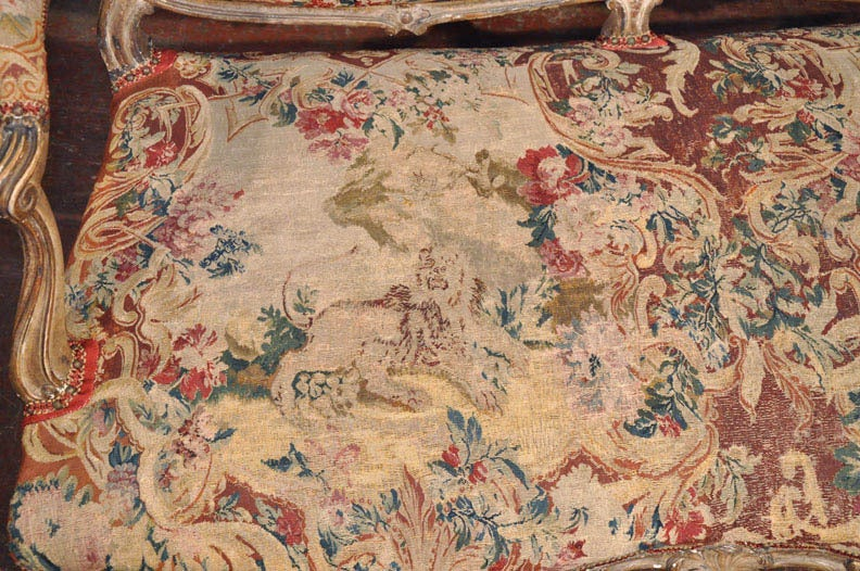 18th Century French Louis XV Carved Giltwood Canapé with Aubusson Tapestry For Sale 3