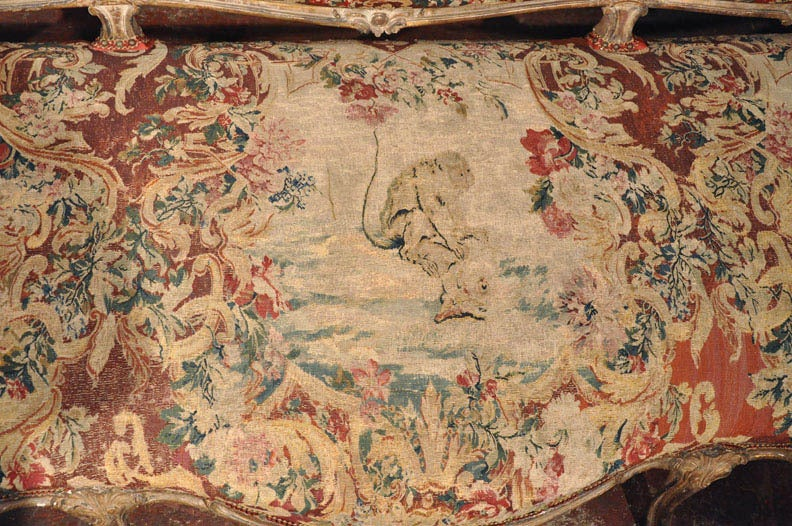 18th Century French Louis XV Carved Giltwood Canapé with Aubusson Tapestry For Sale 4