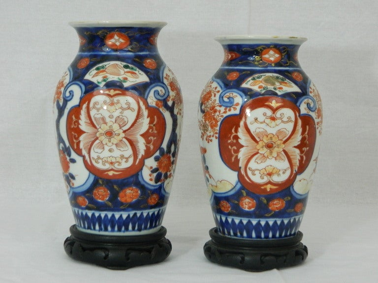 Pair of beautiful Imari vases depicting floral decorations, 19th century. One vase is 9