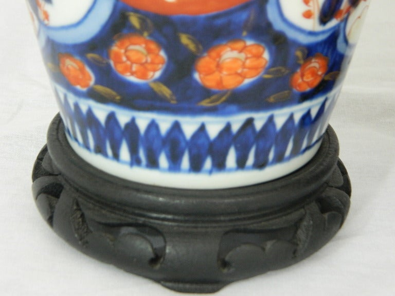 Pair of Imari Vases Depicting Floral Decorations on Stands, 19th Century For Sale 1