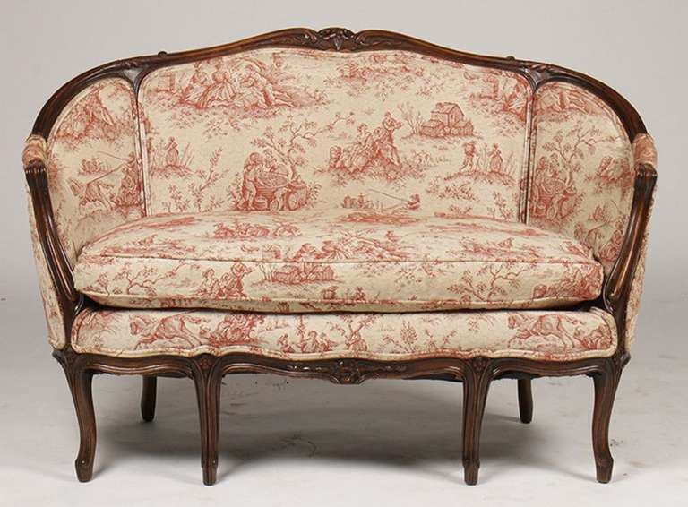 French Louis XV Style Carved Walnut Canape or Settee, 19th-20th Century In Excellent Condition For Sale In Savannah, GA