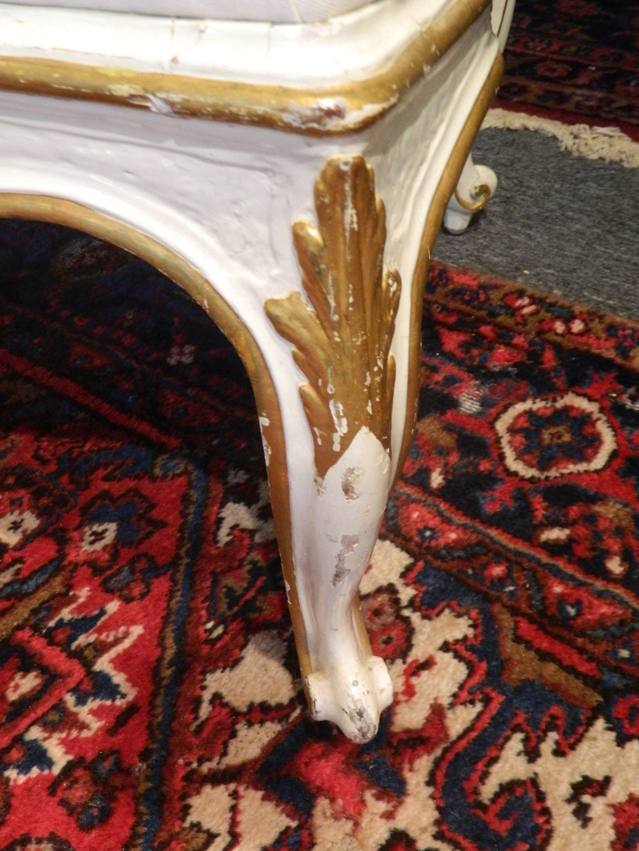 Gustavian Painted and Parcel Gilt Canape or Sofa, 19th Century For Sale 2