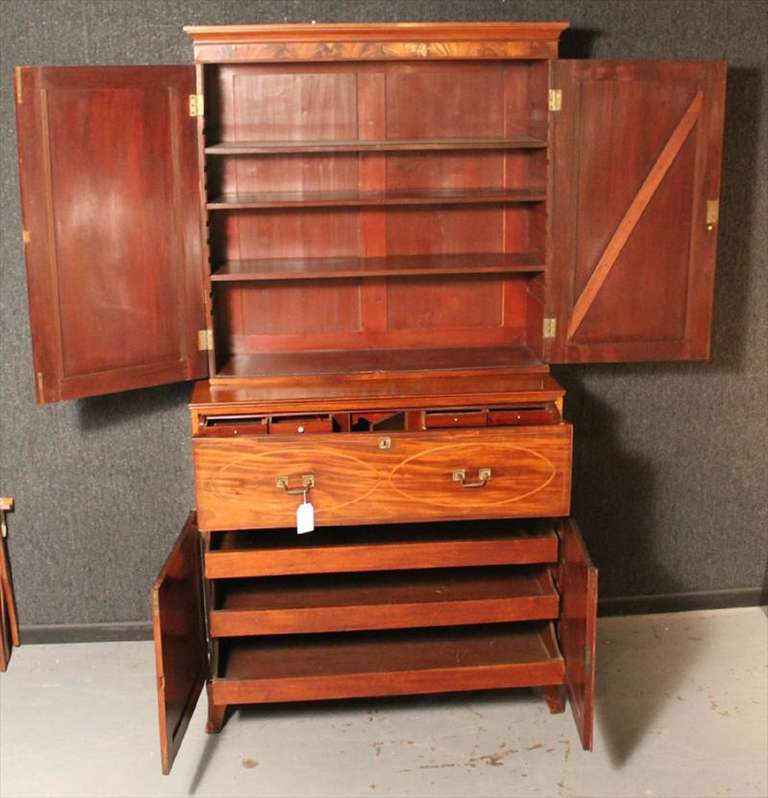 American Federal Inlaid Mahogany Bookcase Secretary, 19th Century For Sale 2