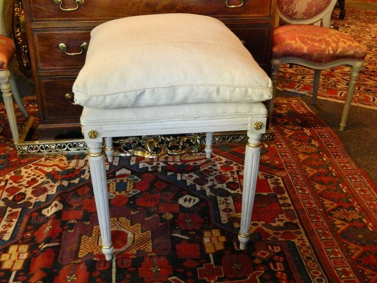 Louis XVI Style French Painted Tall Stool with Gold Trim, Early 20th Century For Sale 1