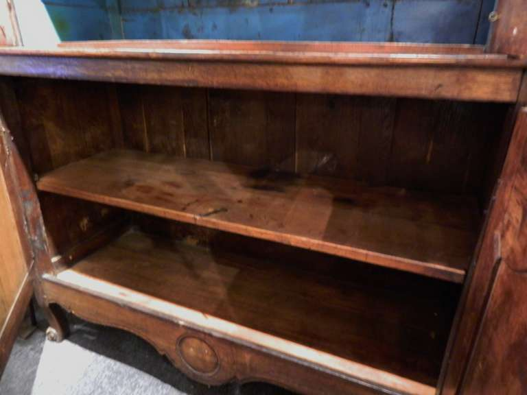 19th Century French Provincial Oak Buffet a Deux Corps For Sale 2