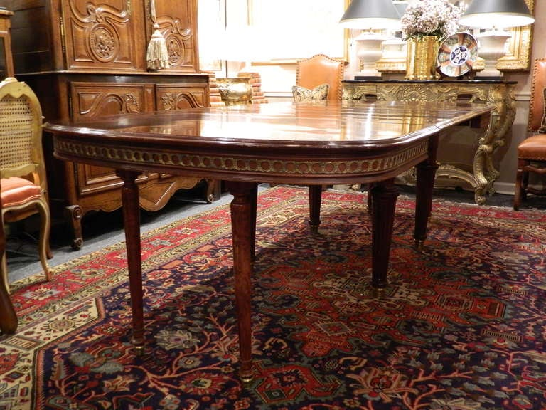 Louis XVI Style Mahogany Dining Table with Ormolu Banding, Early 20th Century 2