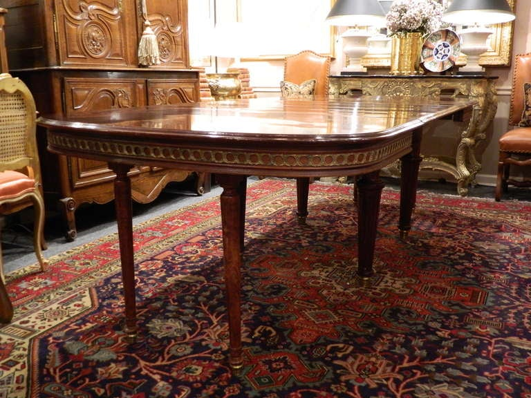 Louis XVI Style Mahogany Dining Table with Ormolu Banding, Early 20th Century 3