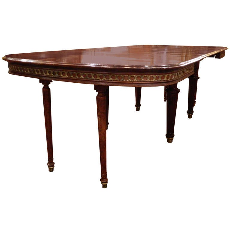 Louis XVI Style Mahogany Dining Table with Ormolu Banding, Early 20th Century 1