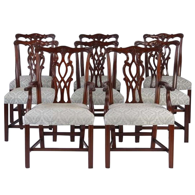 Charmant Late 19th/Early 20th Century Set Of Eight Chippendale Style Dining Chairs  For Sale