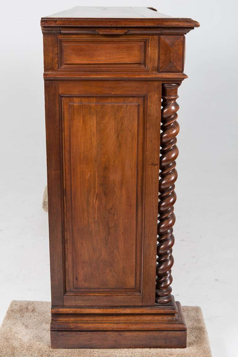 French Renaissance Style Walnut Sideboard or Side Cabinet, 19th Century For Sale 1