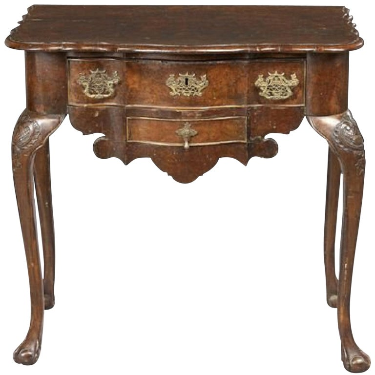 18th century queen anne figured walnut lowboy or side for Table th means