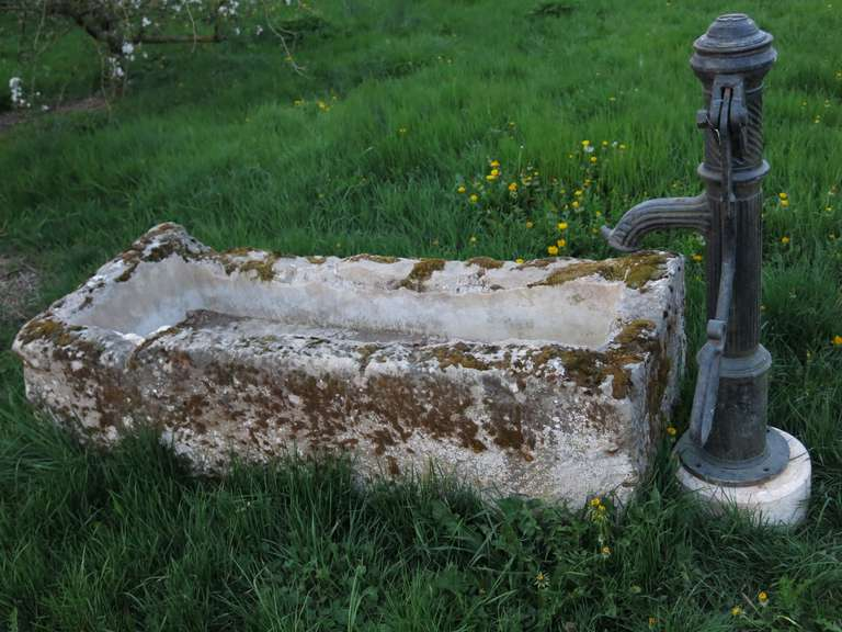French Fountain in Limestone and Iron Water-Pump, 18th - 19th Century France For Sale 1