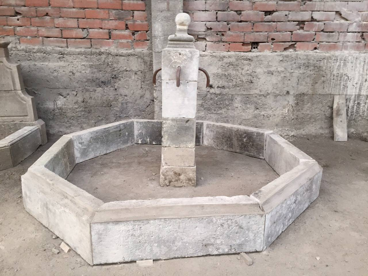 French Antique Limestone Fountain, 20th Century, France In Good Condition For Sale In LOS ANGELES, CA