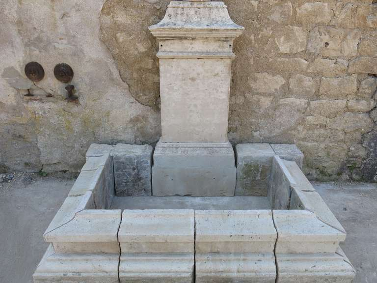 Louis XIV Style Fountain in Limestone, France. In Good Condition For Sale In LOS ANGELES, CA