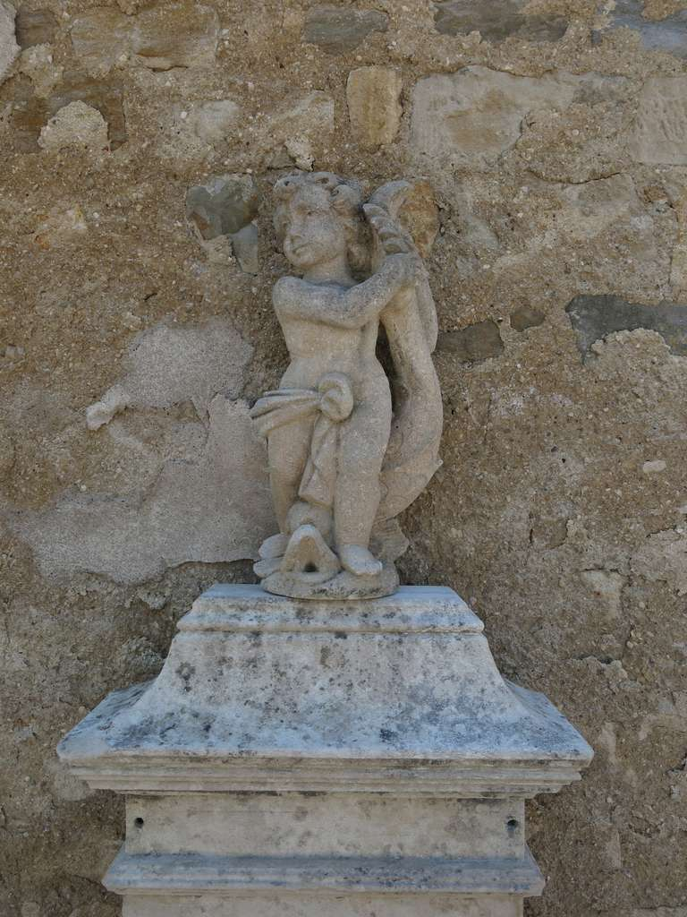 18th Century Louis XIV Style Fountain in Limestone, France. For Sale