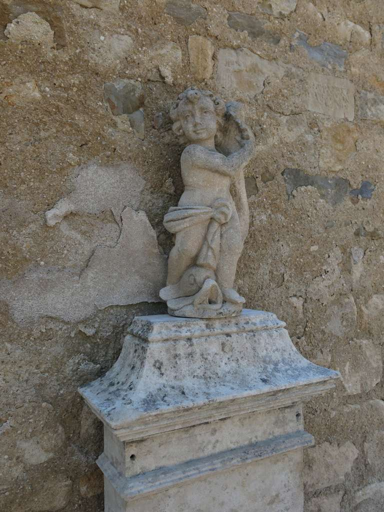 Louis XIV Style Fountain in Limestone, France. For Sale 4