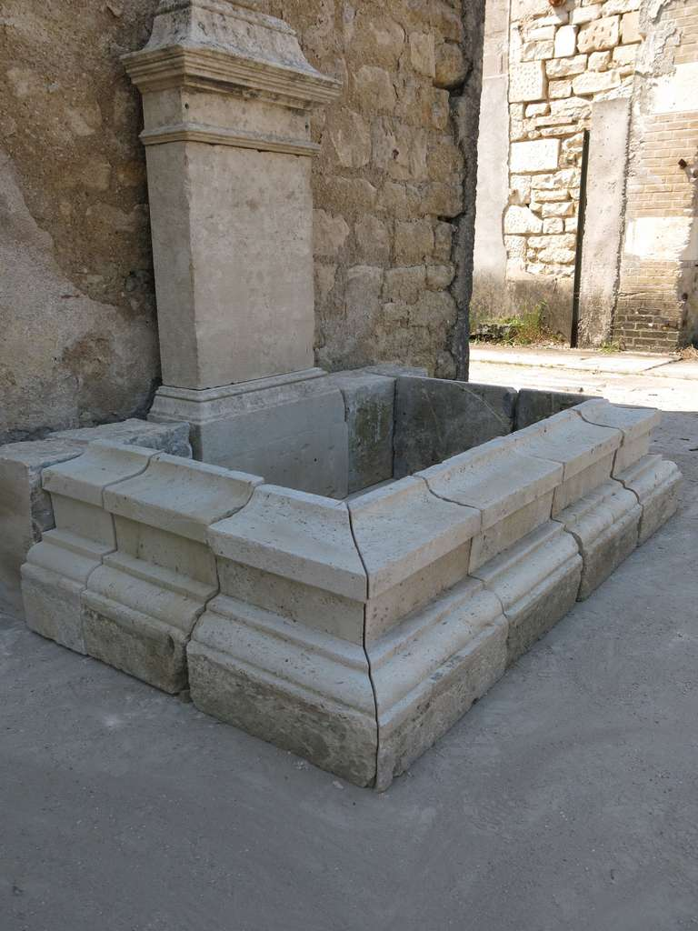 Louis XIV Style Fountain in Limestone, France. For Sale 2