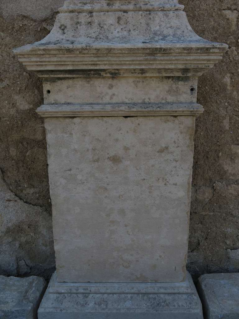 Louis XIV Style Fountain in Limestone, France. For Sale 3