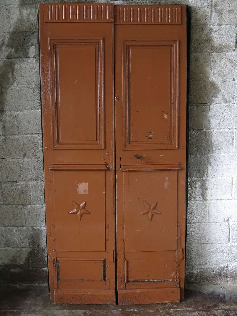 Great quality of 19th century pair of wood doors in oak.